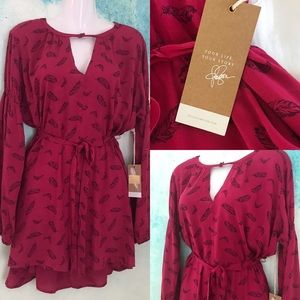 New Jessica Simpson maternity top feather print L